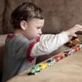 Ребенок может часами строить башни или сортировать кубики по цветам. Выдернуть его из этого состояния бывает очень тяжело.