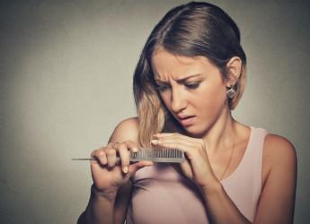 Частые перепады температуры, смена климата сильно бьют по женскому достоянию (волосам).