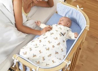 Опыт многих мамочек показывает, что большие пеленки намного удобнее маленьких.