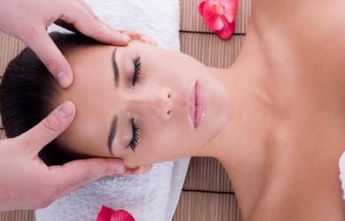 Японский массаж лица необходимо выполнять на чистой коже при помощи натуральной масляной основы.