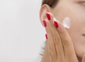 Большим плюсом можно назвать и то, что лицо при нанесении крема Ци-Клим останется «живым», а не превратится в безжизненную маску, как при использовании инъекций ботокса.