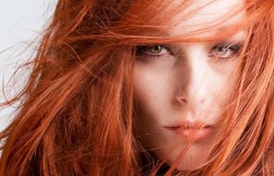 Хна - натуральный краситель, который не вредит волосам в процессе окрашивания.